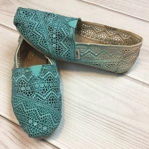 Toms Size 7 Blue Ombré Crochet Shoes